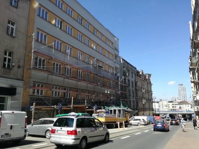 Przebudowa dawnego hotelu Polonia w Akademik Polonia. Z elewacji usunięto już rusztowania