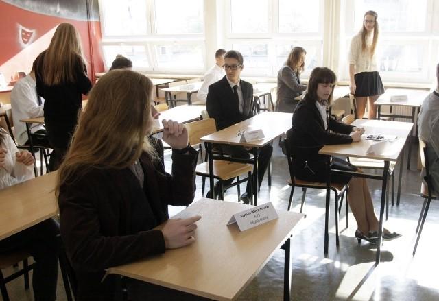 EGZAMIN GIMNAZJALNY 2014 w Gimnazjum nr 1 w Gdyni przy ul. 10 Lutego 26. Na naszej stronie znajdziesz arkusze CKE, pytania i odpowiedzi do części humanistycznej egzaminu gimnazjalnego 2014