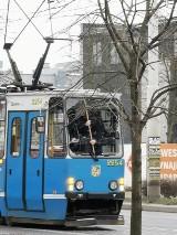 Wybita szyba w tramwaju na Krakowskiej. Co się stało?