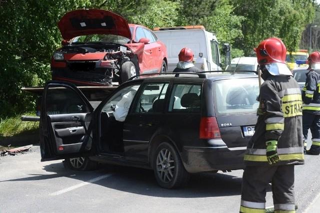 Ul. Skórzewska: Zderzenie czterech aut. Trzy osoby w szpitalu