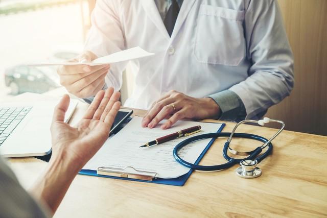 Chcesz sprawdzić stan swojego zdrowia? Na te badania skierowanie dostaniesz od lekarza rodzinnego. Zobacz listę!