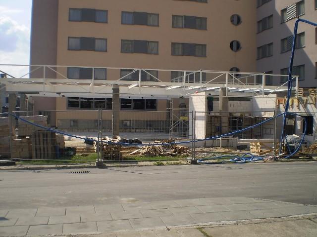 Budowa nowej sali konferencyjno - gastronomicznej już trwa.