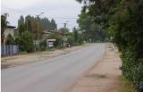 Szarlej. Niebawem rozpocznie się rozbudowa drogi powiatowej biegnącej przez Szarlej. Plac budowy przekazany wykonawcy. Zdjęcia