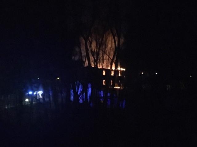 Około godziny 1:50 MSK w Słupsku otrzymało zgłoszenie o pożarze młyna w miejscowości Włynkówko. Na miejsce skierowano 6 zastępów Państwowej Straży Pożarnej oraz 1 zastęp OSP. Okazało się że jest to pustostan, po kilku minutach akcji zawalił się dach. Działania prowadzono z podnośnika z Ustki I z drabiny mechanicznej ze Słupska. Pożar został opanowany,w międzyczasie na zabezpieczenie miasta Słupsk skierowano OSP Kusowo oraz postawiono w gotowości WSP BOB Redzikowo. (Źródło: Facebook Słupsk 998-112)