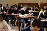 Zasady sanitarne na maturze i egzaminie ósmoklasisty 2021. Uczniowie nie będą musieli nosić maseczek