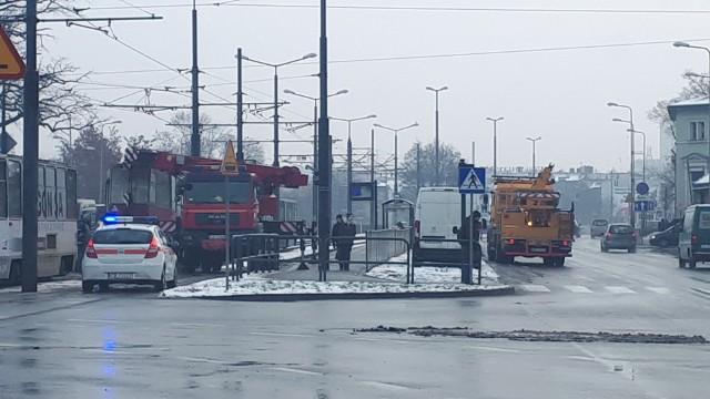 Na ul. Focha w Bydgoszczy zepsuł się tramwaj. Wprowadzono komunikacje zastępczą. Czy uda się skończyć z plastikiem?