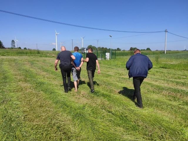 W miniony piątek (11 czerwca) policjanci z Rypina ustalili, że poszukiwany przez nich 36-letni mężczyzna może ukrywać się w jednym z domów w gminie Rypin