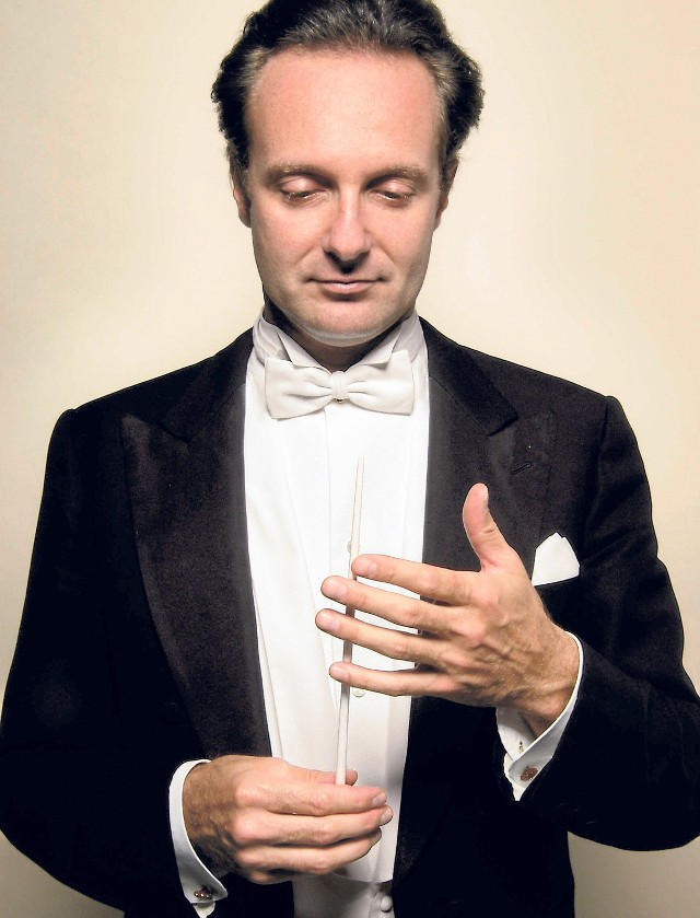 Orkiestrę podczas piątkowego koncertu poprowadzi znany już koszalińskiej publiczności dyrygent Massimiliano Caldi.