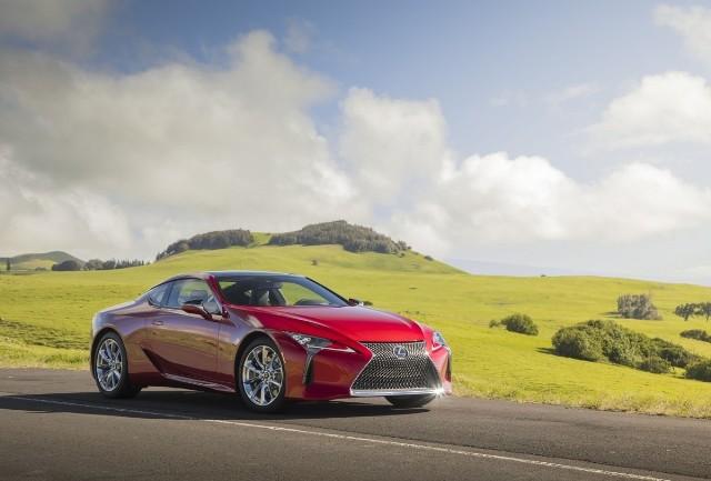 Lexus USA opublikował na swojej stronie internetowej dane osiągowe flagowego coupe w wersji z napędem hybrydowym – Lexusa LC 500h.