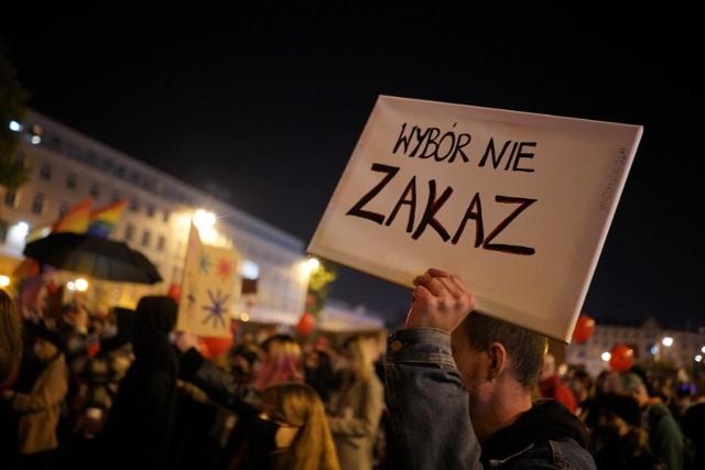 Aż dwie trzecie Polaków jest za prawem do aborcji do 12 tygodnia ciąży. Badanie przeprowadzono w drugiej połowie listopada 2020, po wyroku Trybunału Konstytucyjnego.
