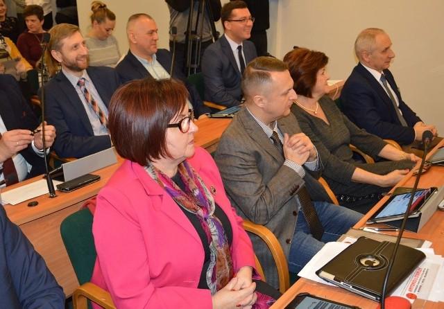 Radni klubu Stalowowolskiego Porozumienia Samorządowego na sesji Rady Miejskiej Stalowej Woli