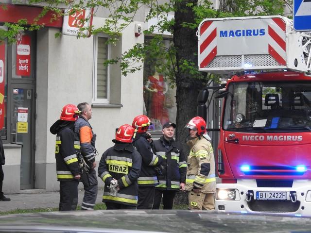 Interwencja strażaków przy ul. Malmeda spowodowała chwilowe utrudnienia w ruchu oraz zgromadziła liczną grupę gapiów. Na szczęście nie doszło do poważniejszego zagrożenia. W jednym z mieszkań bloku spaliła się kolacja.