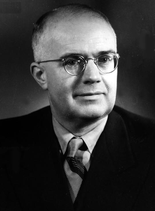 Oskar Ryszard Lange jest postacią kontrowersyjną. Zajął niewątpliwie czołowe miejsce w gronie najwybitniejszych ekonomistów XX wieku. Jego dokonania na tym polu dostrzeżone były nie tylko w kraju, ale i na całym świecie. Lange był też politykiem, posłem na Sejm I, II, III i IV kadencji oraz członkiem KC PZPR i Rady Państwa PRL, był także, co położyło się cieniem na jego osobie i dokonaniach,  agentem NKWD o pseudonimie Przyjaciel