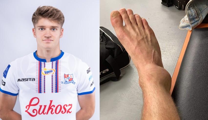 Noga Maksymiliana Sitka (Podbeskidzie) po starciu z Maciejem Wiluszem (Raków)