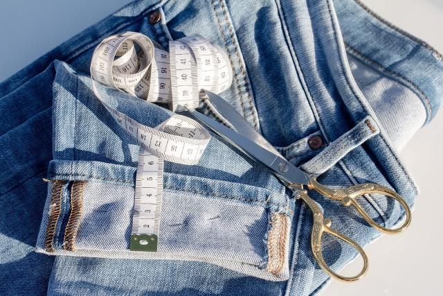 Moda lat 90. to przede wszystkim dżins w każdej możliwej odsłonie.