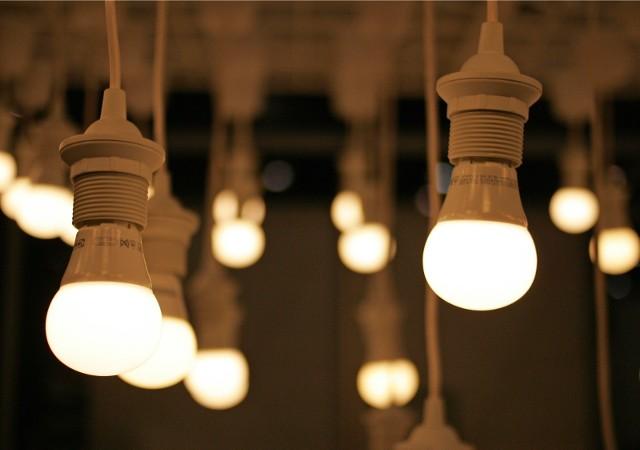 Sam prąd zdrożeje nieznacznie, ale rachunki podniosą wyraźnie dodatkowe opłaty