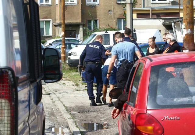 Funkcjonariusze postanowili rozejrzeć się po okolicy, sądząc, że sprawczyni może być niedaleko. Nie pomylili się... Zdjęcie ilustracyjne