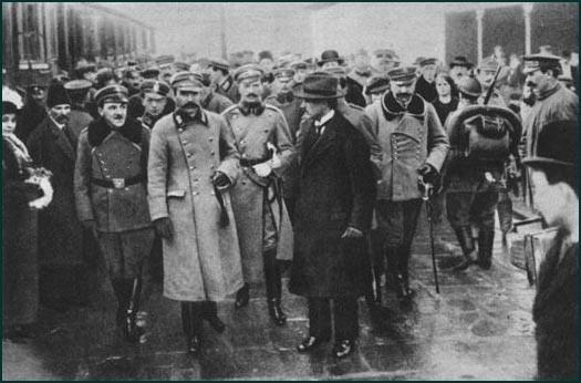 Marszałek Józef Piłsudski przy okazji wizyty w Poznaniu odwiedził też pułkownika Andrzeja Kopę w jego domu w Trzcielinie