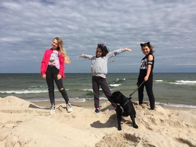 Małe ratowniczki z Sarbinowa: Melissa, Michalina i Ola wraz z Jokerem
