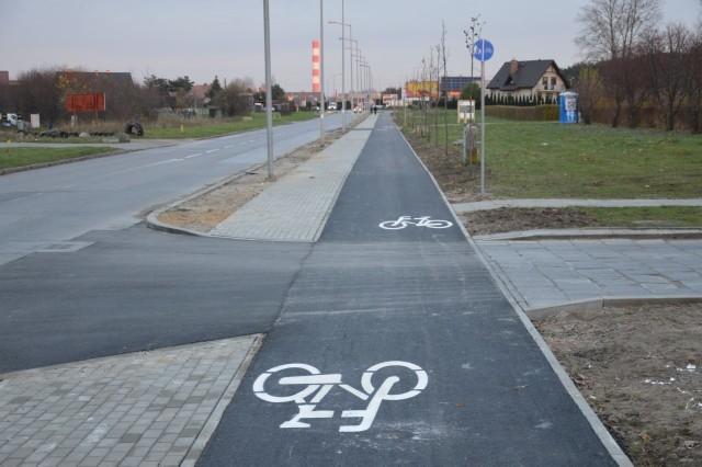 Rowerzyści mogą już korzystać z nowej ścieżki rowerowej wzdłuż ulicy Aleksandrowicza na Józefowie w Radomiu.