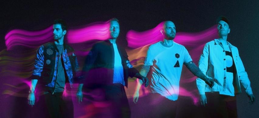 """Coldplay w Warszawie... na razie na budynku Warsaw Spire. Kultowy zespół powraca. 7 maja 2021 r. nowy singiel """"Higher Power"""""""