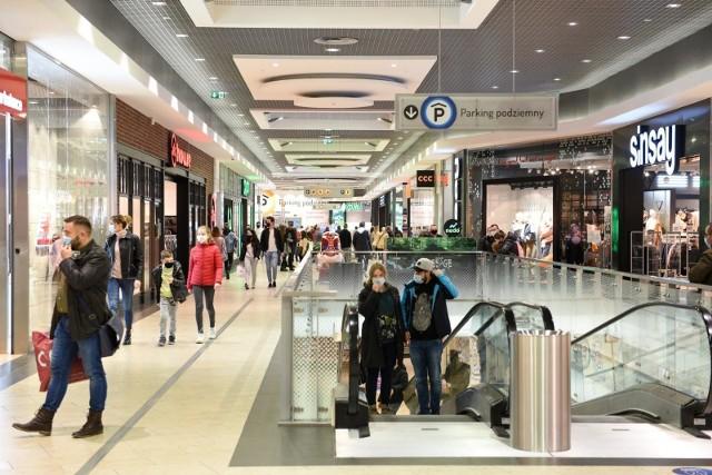 W sklepach i galeriach handlowych będzie obowiązywał limit - maksymalnie 1 osoba na 15 metrów kwadratowych.