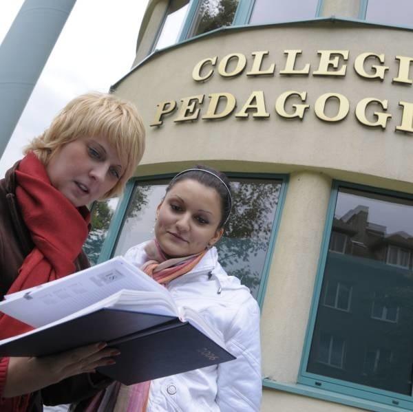 Agata Moskal i Małgorzata Wicher z II roku pedagogiki długo szukały mieszkania w Opolu. - Tak nas zniechęciły ceny i standard mieszkań, że zdecydowałyśmy się dojeżdżać - mówią.