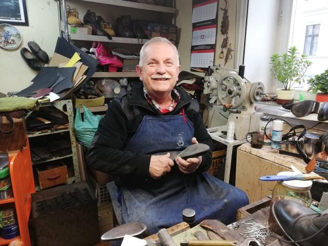 Bernard Jakubowski, szewc z ul. Kopernika, laureat ubiegłorocznej edycji konkursu Dobry Sąsiad