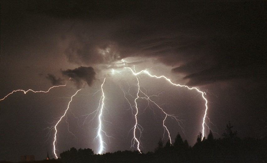 Gdzie jest burza: Upalnie i burzowo. Ale dopiero wieczorem [RADAR BURZOWY ON LINE]