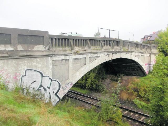 Gruntownej przebudowy doczeka się pamiętający lata dwudzieste ubiegłego wieku wiadukt kolejowy na ul. Czerwieńskiego.