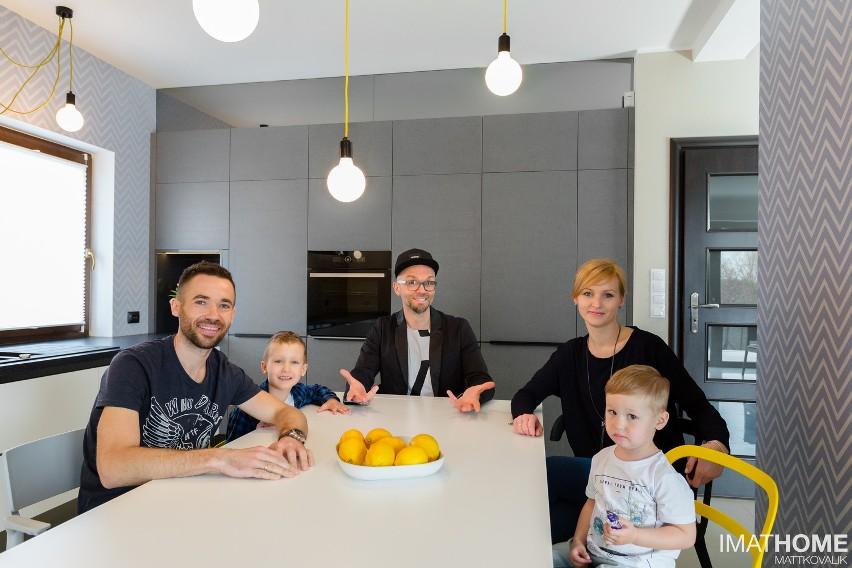 Rodzina Milewskich i Tomasz Pągowski.
