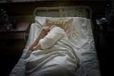 Pomóżcie nam, to nie będziemy zostawiać starszych pacjentów w szpitalach - apelują rodziny