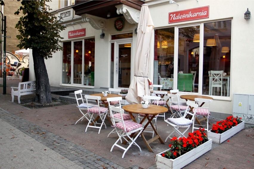 Klienci otwartych barów i restauracji nie będą musieli mieć maseczek i rękawiczek ochronnych.