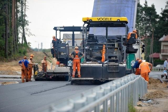 Z dokumentów wynika, że w 2015 roku podlaskie gminy i powiaty chcą przebudować, wyremontować lub wybudować ok. 240 km dróg.