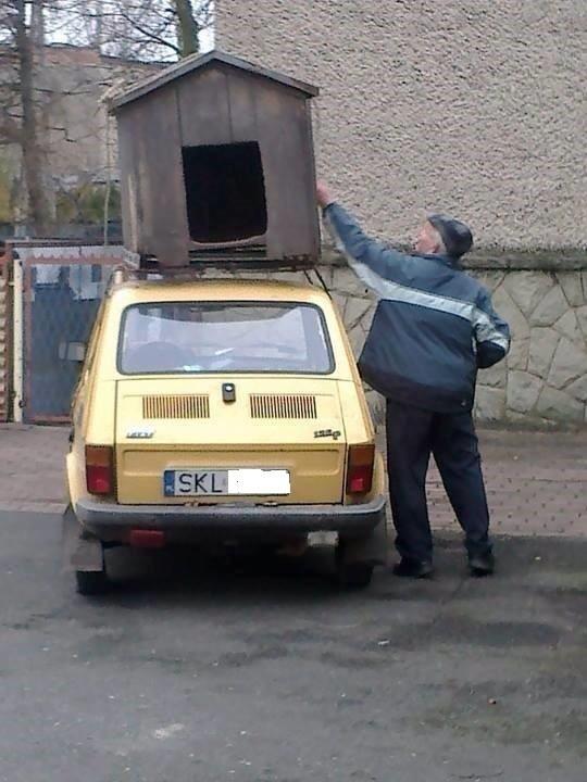 To jedno ze zdjęć zamieszczonych na facebookowym profilu, mającym obrazować prowincjonalizm kierowców z rejestracją SKL
