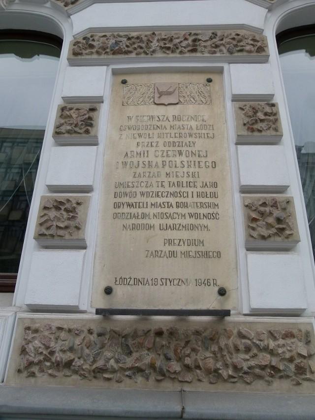 Tablica pamięci Armii Czerwonej wisiała przy ul. Piotrkowskiej 104 od 72 lat.