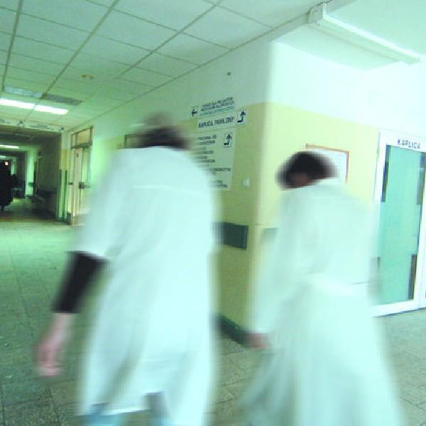 Za wygórowane ambicje samorządowych działeczek zapłacą z własnych kieszeni wszystkie pielęgniarki.