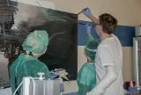 Pacjenci po przeszczepie ręki namalowali obraz. Sprzedano go za 51 tys. zł