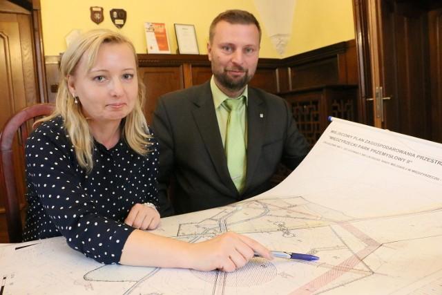 - Park powstaje koło Lubosinka - mówią Monika Tomaszewska oraz burmistrz Remigiusz Lorenz.