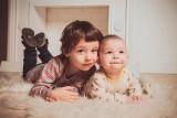 Rodzinny kapitał opiekuńczy 2022. Rodzice dostaną dodatkowe 500 zł na drugie i kolejne dziecko. Sprawdź szczegóły!