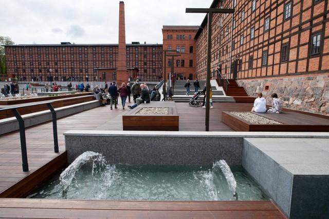 W sobotę, 1 maja, miasto udostępniło mieszkańcom taras z fontanną zabytkowych Młynów Rothera. Fontanna wyposażona jest w 50 regulowanych dysz wodnych, a po zmroku ma być podświetlana. Chętnych do obejrzenia tej nowej atrakcji na mapie Bydgoszczy nie zabrakło.