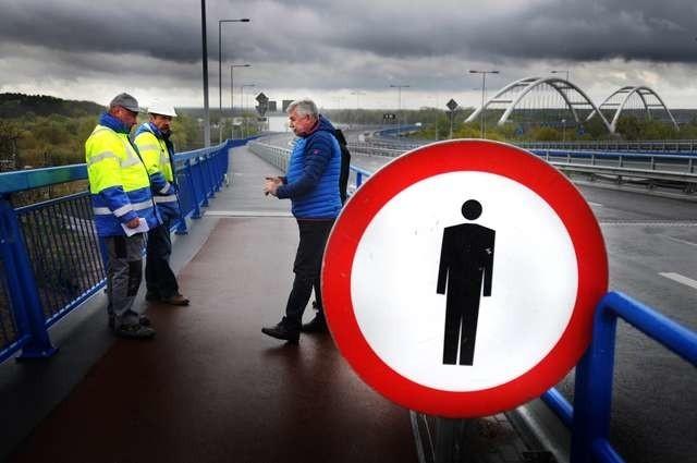 Prace na ścieżce rowerowej na nowym moście prowadzone są przez Strabag w ramach gwarancji