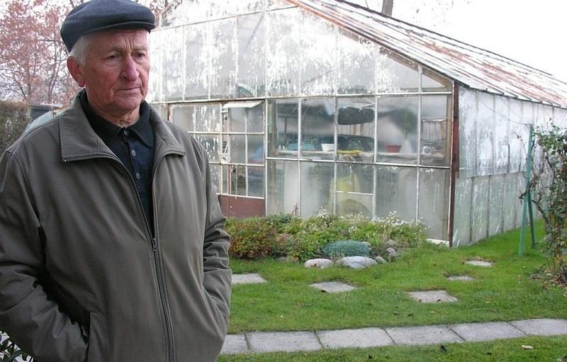 - W tej szklarni już nic nie sadzę, bo po każdej powodzi wszystko trzeba było zaczynać od nowa - mówi Czesław Grabowski, mieszkaniec ulicy Oławskiej.