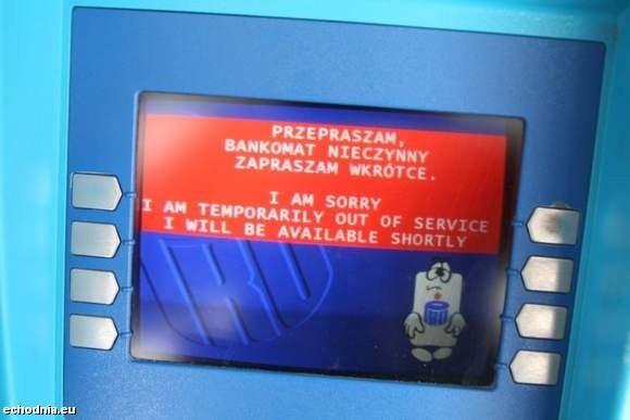 Taki napis mogli przeczytać wczoraj w Kielcach klienci banku PKO BP na kilku bankomatach. fot. A. Piekarski