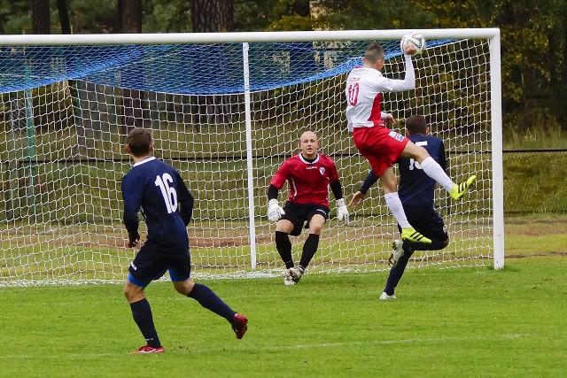 W sobotnim meczu 11. kolejki IV ligi, Unia/Drobex Solec Kujawski przegrała na własnym boisku z Unią Janikowo 2:3 (1:0). Od 77. minuty, goście grali w dziesiątkę po czerwonej kartce dla Macieja Sirko.Unia/Drobex Solec Kujawski - Unia Janikowo 2:3 (1:0)Bramki: Łukasz Nowak (28), Wojciech Ernest (59) - Dominik Jelonek (58), Mikołaj Plewa (67), Marcin Zaleski (90+1)