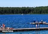 Na jeziorze Niesłysz przewróciła się łódka. Ojciec z trójką dzieci wpadli do wody. Najmłodsze - 15-miesięczne zaczęło tracić przytomność
