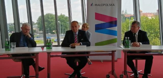 Prezydent Jacek Majchrowski, szef PKOl Andrzej Kraśnicki, marszałek województwa Witold Kozłowski