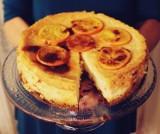 Ciasta. Sernik pomarańczowy na czekoladowym spodzie [PRZEPIS]