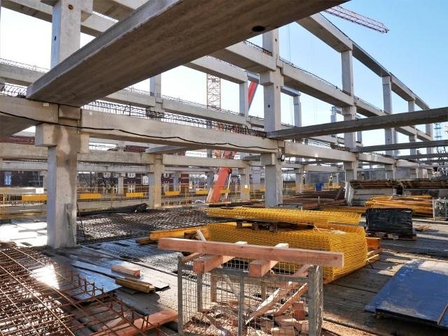 Centrum przesiadkowe Opole Główne. Wkrótce betonowanie najazdu na pierwszy poziom nowego parkingu