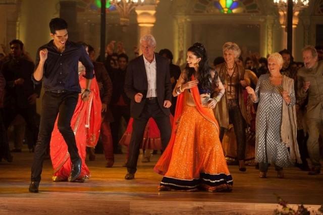 Scena z filmu - Drugi Hotel Marigold.